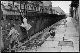 Henri Cartier-Bresson, the wall
