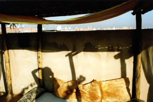 Moroc, Marrakech, Riad roof, shadow - low