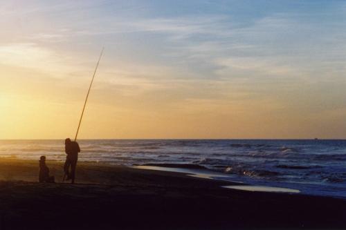 Moroc, Aglou, fisherman and son - low